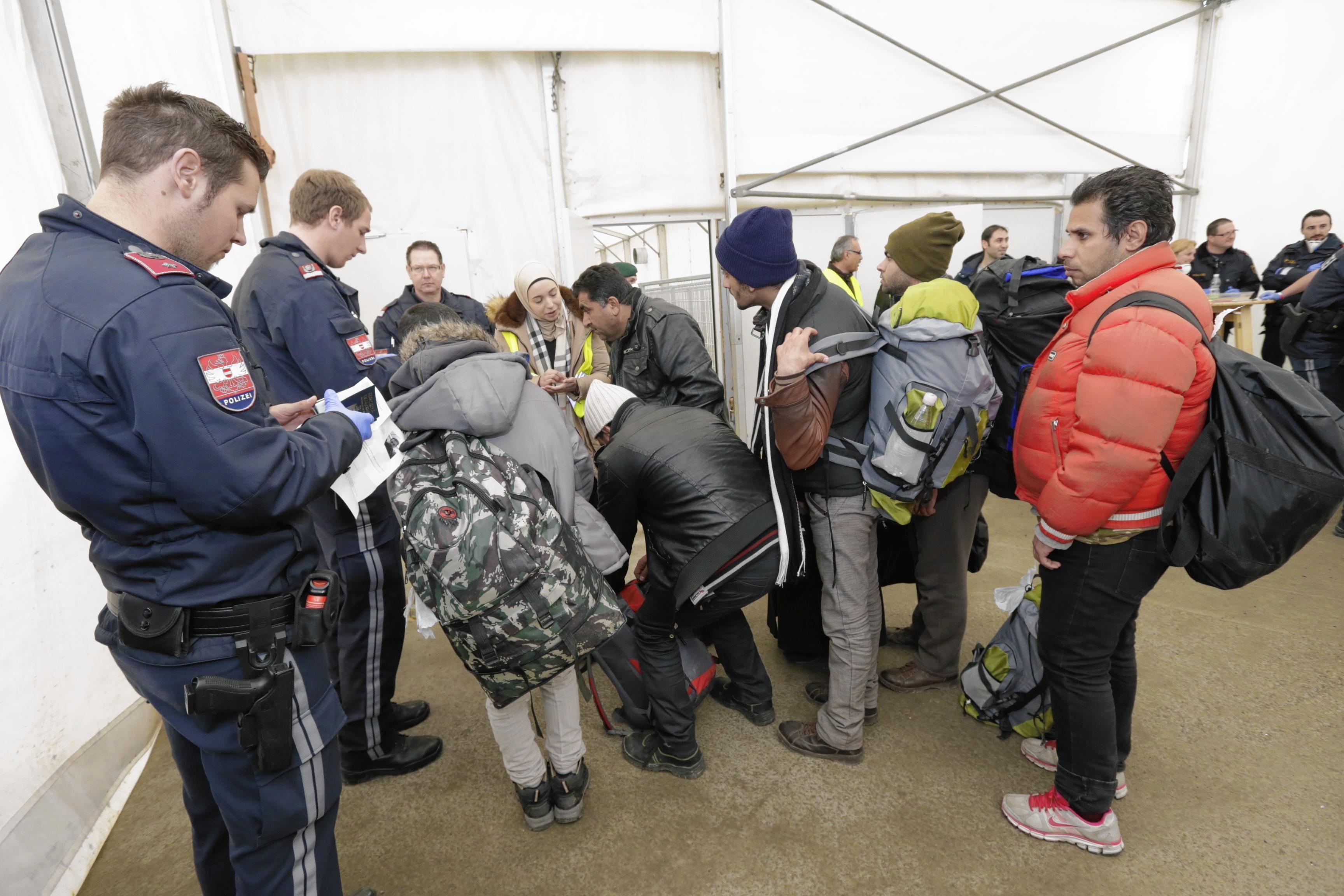 Migranten bei ihrer Ankunft in Österreich